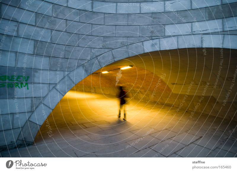 GREEN STORM Mensch Stadt ruhig dunkel Angst Brücke geheimnisvoll Tunnel Nachtleben Unterführung Fußgängerunterführung