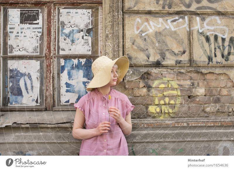 Junge Frau - Portrait mit Hut Mensch feminin Jugendliche Erwachsene Leben 1 18-30 Jahre Kunst Künstler Kultur Blume Stadt Hauptstadt Industrieanlage Fabrik