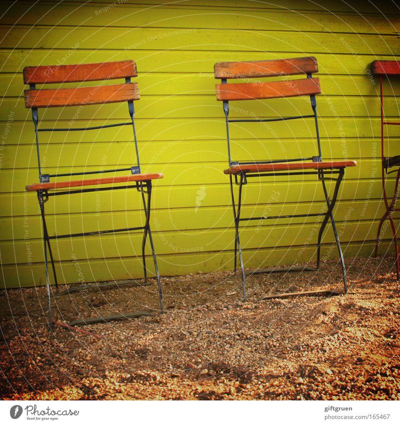 platz an der sonne Sommer gelb Erholung Wand Garten Zusammensein Ordnung Tourismus Fröhlichkeit Stuhl Warmherzigkeit Café Quadrat Möbel Lebensfreude Sommerurlaub