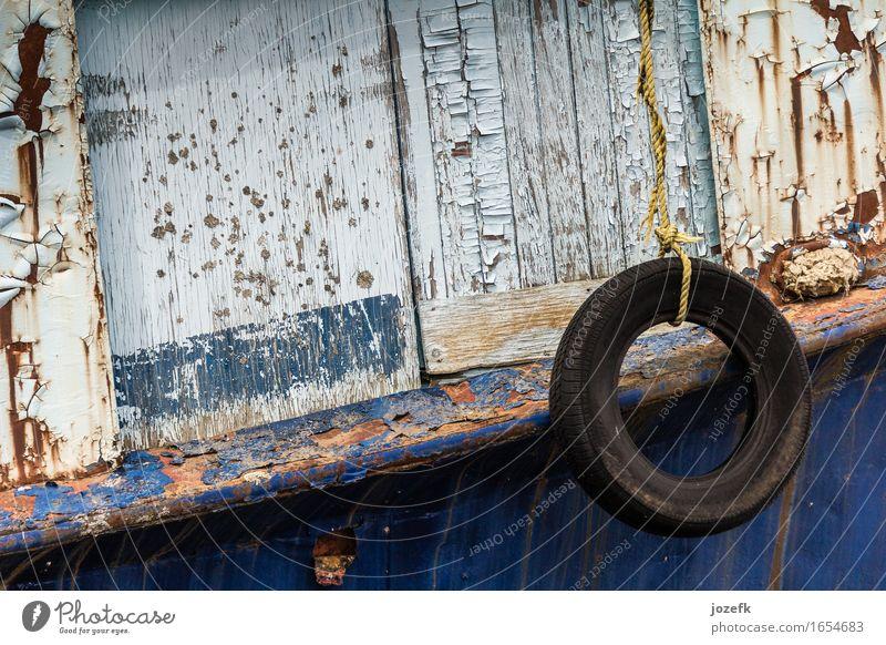 Verlassene Fischerboot Hafen Seil Metall blau braun Stimmung Traurigkeit Farbfoto Außenaufnahme Menschenleer