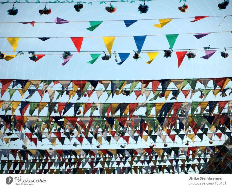 Viele bunte Wimpel und Sträuße als Dekoration in den Straßen von Pula Ferien & Urlaub & Reisen Feste & Feiern Kultur Veranstaltung Dekoration & Verzierung