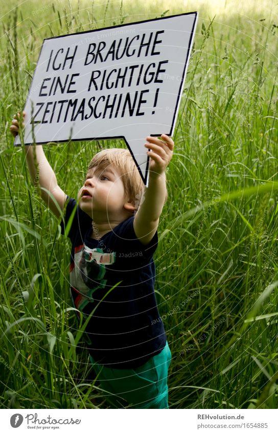 Ich brauche eine richtige Zeitmaschine Mensch Kind Natur grün Freude Umwelt Wiese Gras Junge klein Freiheit maskulin Schriftzeichen Schilder & Markierungen