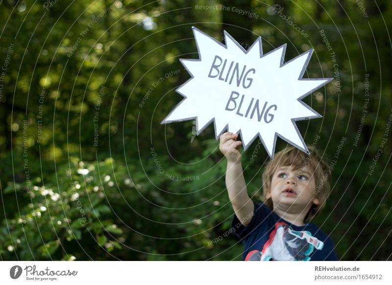 500 | BLING BLING Mensch Kind Natur Pflanze Sommer grün Baum Wald Umwelt lustig Junge klein außergewöhnlich maskulin Schriftzeichen Kommunizieren