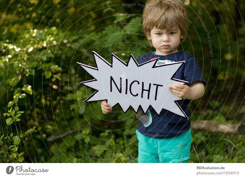 NICHT Mensch Kind Natur grün Wald Umwelt Junge maskulin Schilder & Markierungen Schriftzeichen Kindheit stehen Kreativität einzigartig Hinweisschild Zeichen