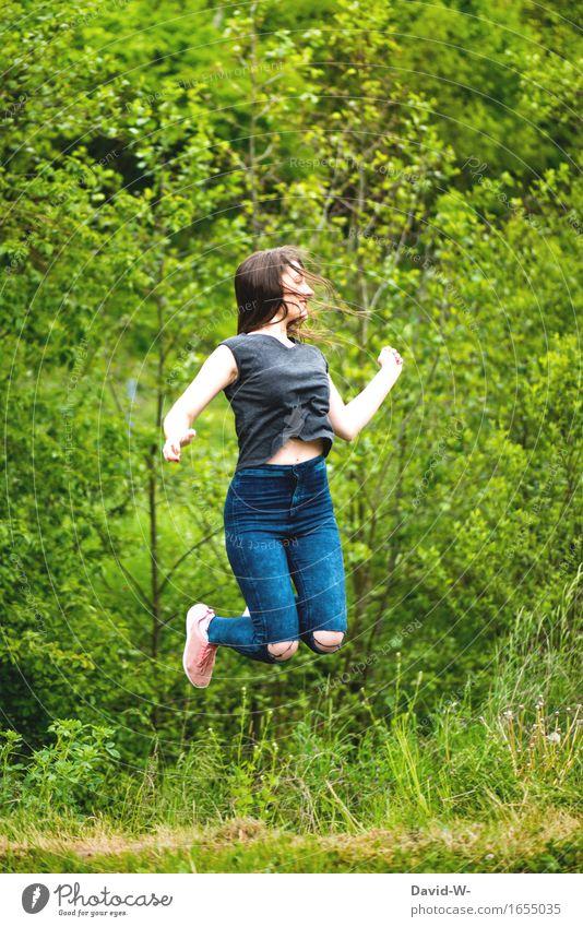 Luftsprung Mensch Frau Natur Jugendliche schön Sommer Junge Frau Sonne Erotik Freude Wald Erwachsene Umwelt Leben lustig Gesundheit