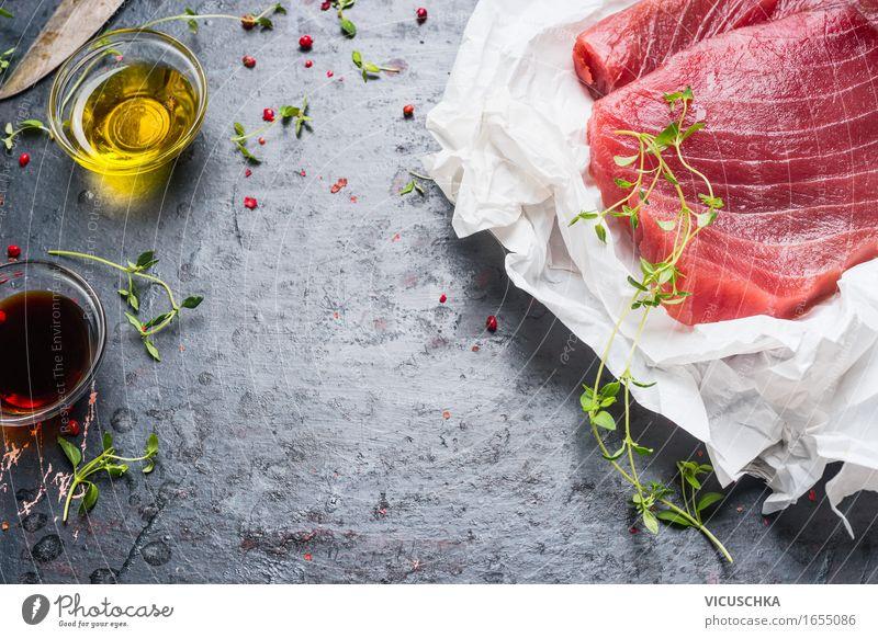 Thunfisch- Steaks in Papier mit Kochzutaten Gesunde Ernährung gelb Essen Foodfotografie Stil Lebensmittel Party Design Ernährung Tisch Kochen & Garen & Backen Kräuter & Gewürze Küche Fisch Bioprodukte Restaurant