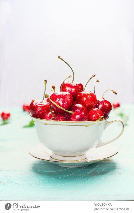 tasse mit süßen Kirschen auf hellem Hintergrund Lebensmittel Frucht Dessert Ernährung Frühstück Bioprodukte Vegetarische Ernährung Diät Tasse Stil