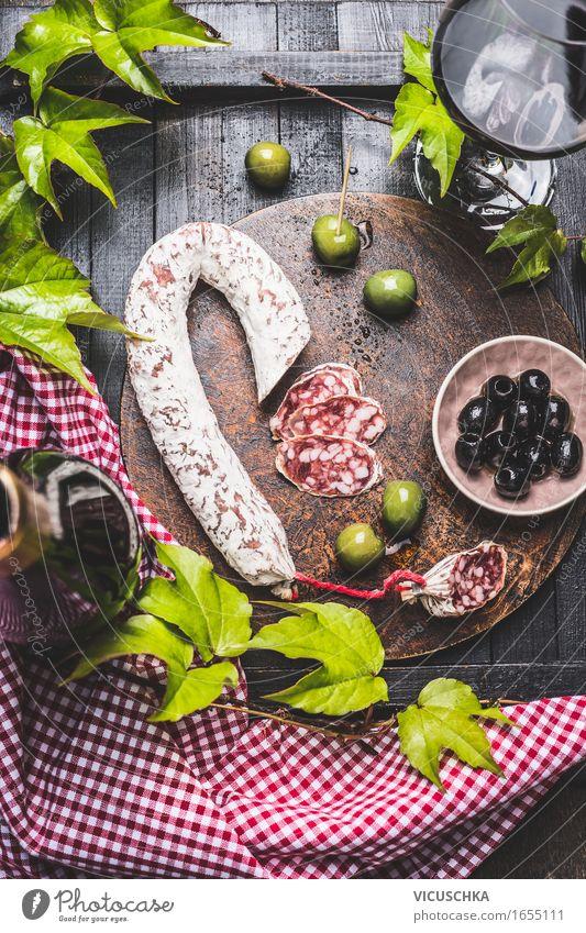 italienisches Stillleben mit Salami Lebensmittel Wurstwaren Gemüse Ernährung Mittagessen Büffet Brunch Geschäftsessen Picknick Bioprodukte Italienische Küche