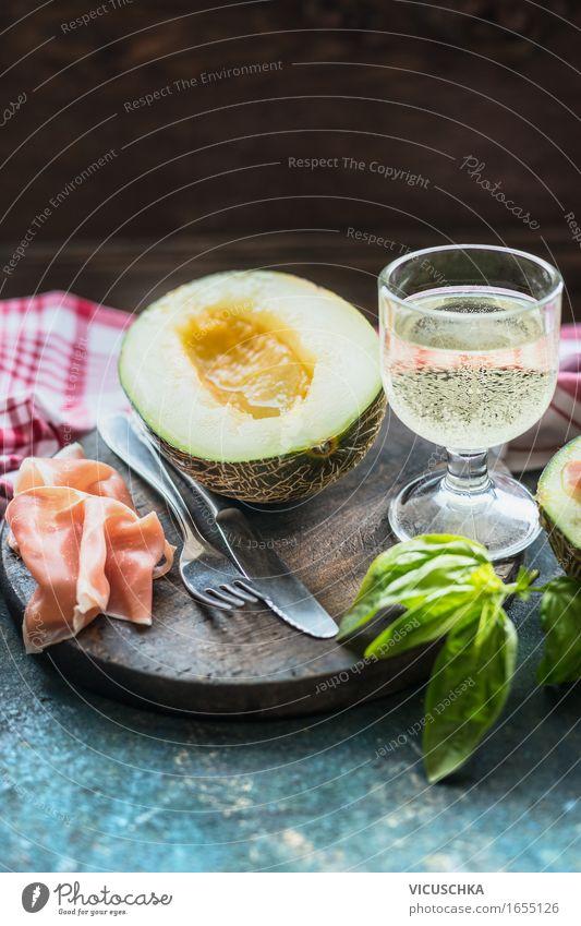 Schinken und Melone . Mediterrane Küche Lebensmittel Fleisch Wurstwaren Frucht Ernährung Mittagessen Festessen Bioprodukte Italienische Küche Getränk Wein