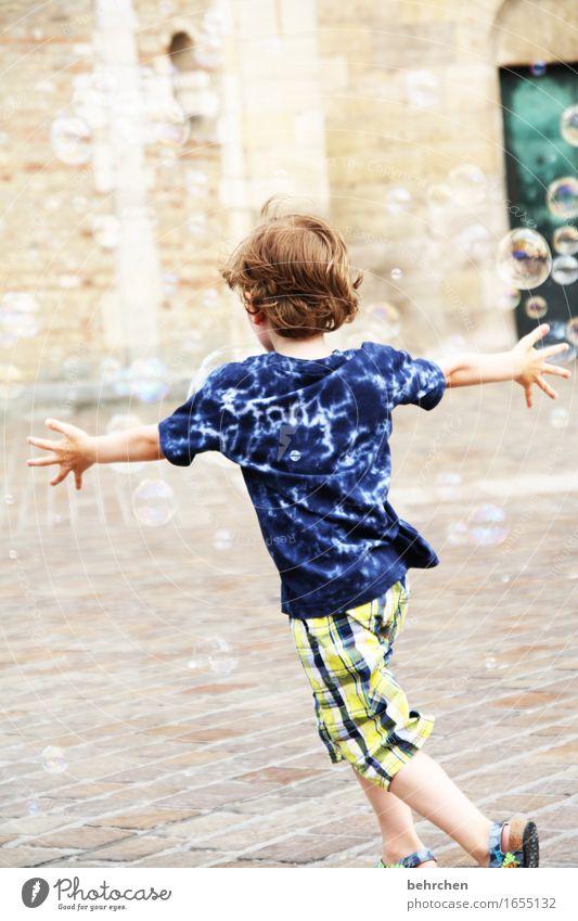 ein gefühl von freiheit Mensch Kind schön Hand Freude Beine Junge Familie & Verwandtschaft Spielen Glück Freiheit Haare & Frisuren Kopf wild Zufriedenheit