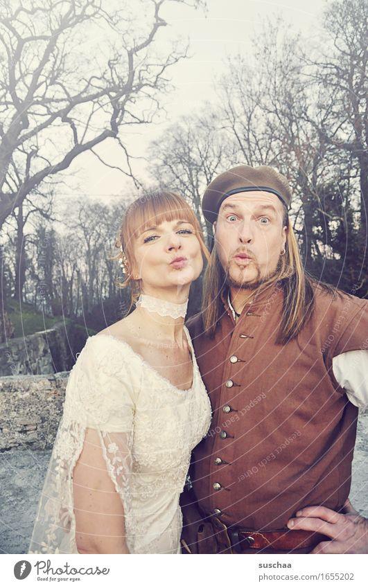mittelalterhochzeit III Hochzeitspaar Paar Liebespaar Mittelalter Küssen Ehe Romantik Mann Frau Glück lustig
