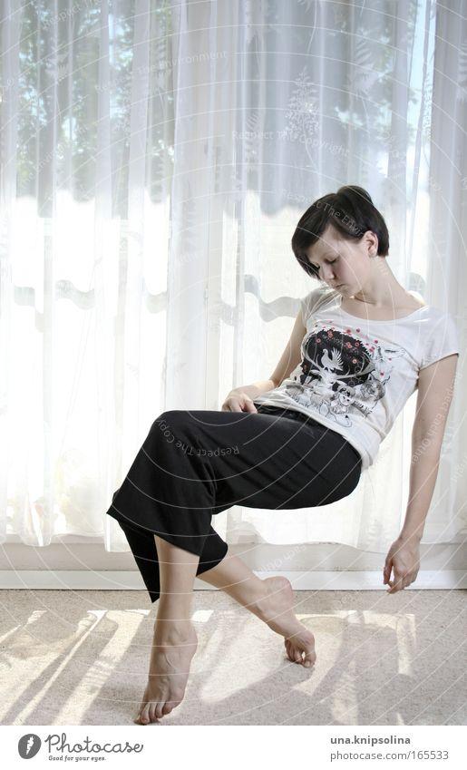 müde bin ich, geh zur ruh... Frau Jugendliche weiß schwarz ruhig Erwachsene Erholung Fenster feminin Kraft fliegen Junge Frau 18-30 Jahre schlafen Sicherheit T-Shirt