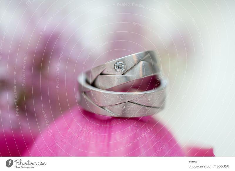 Ringe Accessoire Schmuck Ehering Diamant Kitsch Krimskrams Liebe Zukunft Hochzeit Farbfoto Nahaufnahme Makroaufnahme Menschenleer Tag Schwache Tiefenschärfe