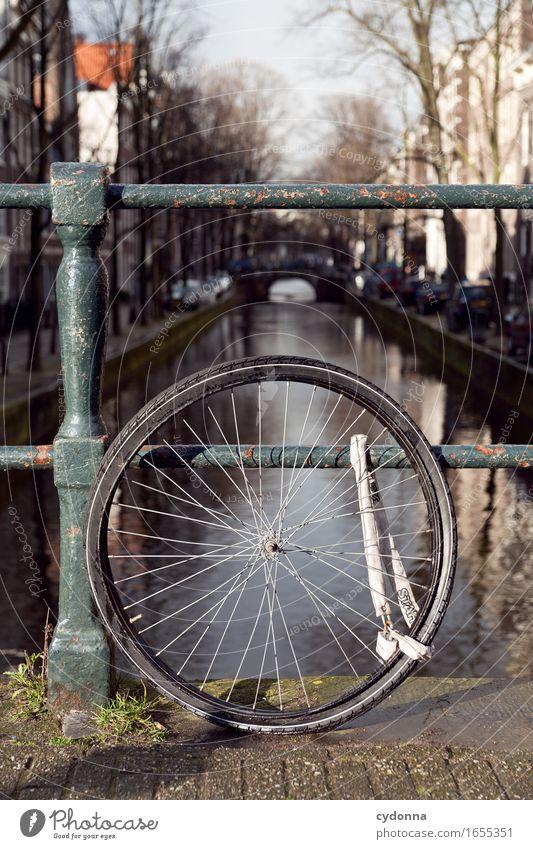Rad - Solo Lifestyle Ferien & Urlaub & Reisen Ausflug Sightseeing Städtereise Fahrradtour Stadt Brücke Fahrradfahren Beratung Enttäuschung bedrohlich Misserfolg