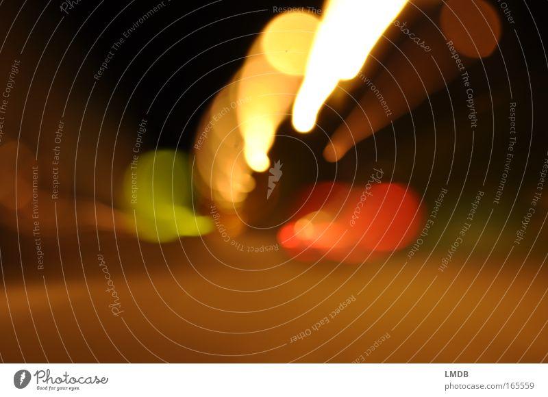 ..o00°°o Farbfoto Außenaufnahme Experiment abstrakt Textfreiraum unten Nacht Kunstlicht Licht Kontrast Langzeitbelichtung Bewegungsunschärfe Verkehr fahren gelb