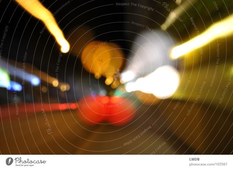 _\o°oO/_ Farbfoto Außenaufnahme Experiment Menschenleer Nacht Licht Kontrast Unschärfe Verkehr Straße fahren gelb rot weiß Farbe Straßenverkehr Linie Punkt