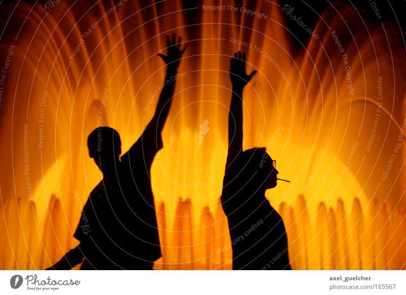 Poser im Licht Mensch Mann Erwachsene gelb Stil Kraft gold Lifestyle Coolness Licht Team Rauchen