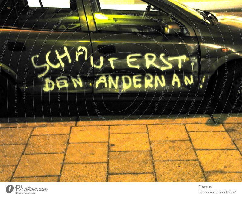Schaut_erst_den_anderen_an PKW obskur Desaster Humor Unfall Schaden Redewendung Tagger Beule Spott