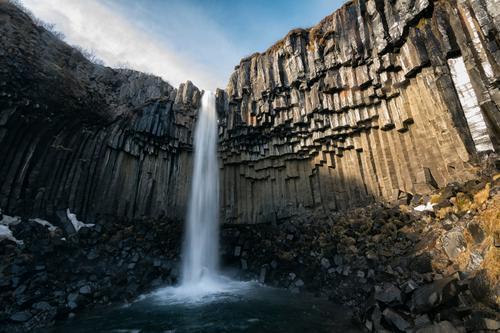 Svartifoss Himmel Natur Ferien & Urlaub & Reisen schön Wasser weiß Landschaft Erholung ruhig Berge u. Gebirge Umwelt Leben natürlich Erde Felsen träumen