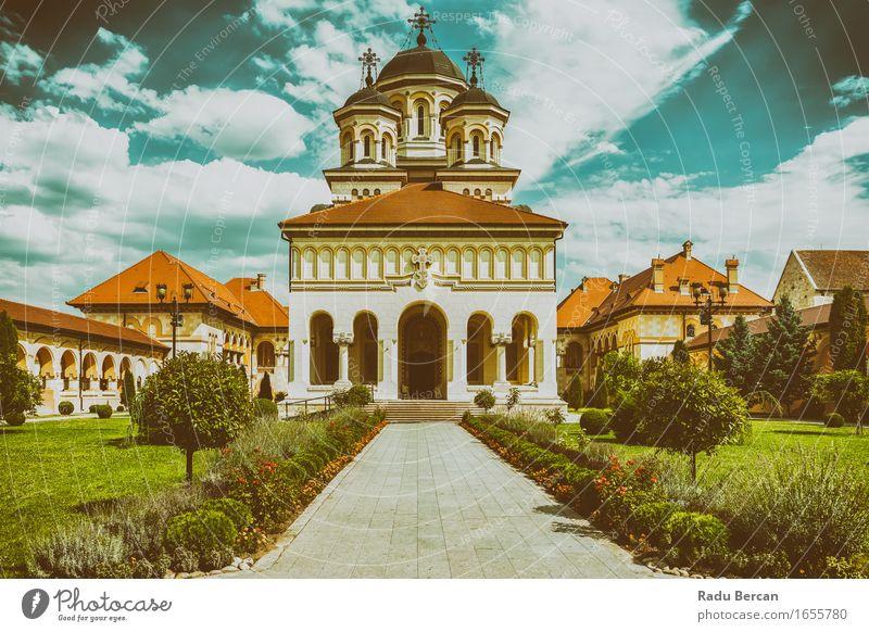 Die Krönungs-Kathedrale in Alba Iulia, Rumänien Ferien & Urlaub & Reisen Stadt blau grün Architektur Religion & Glaube Gebäude Garten braun Fassade Europa