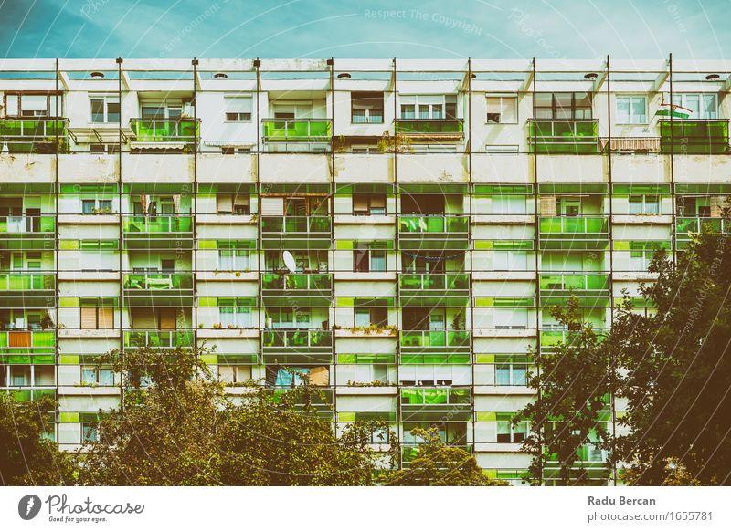 Kommunistische Gebäudewohnungen Stadt blau grün Haus Architektur Fassade Europa Bauwerk Wohnhaus türkis Stadtzentrum Wohnhochhaus Kleinstadt Wohngebiet