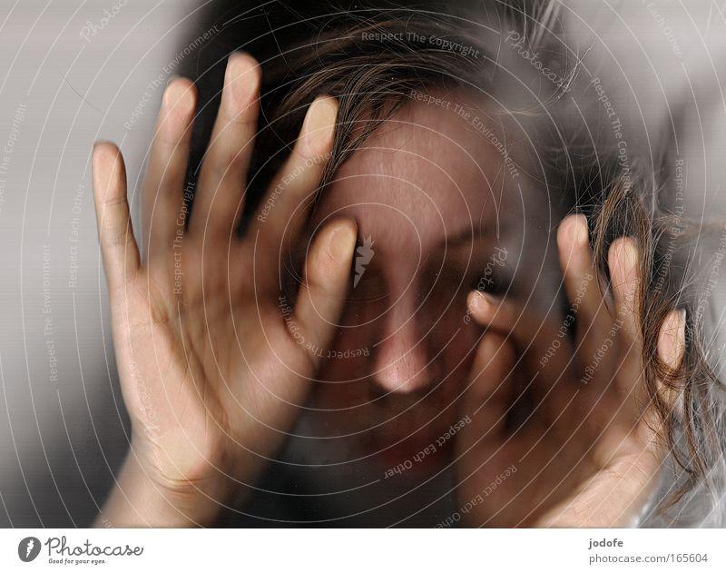 licht der welt Mensch Hand Jugendliche ruhig Einsamkeit feminin Gefühle Tod Angst Erwachsene Finger ästhetisch Schutz Vergänglichkeit einzigartig zart