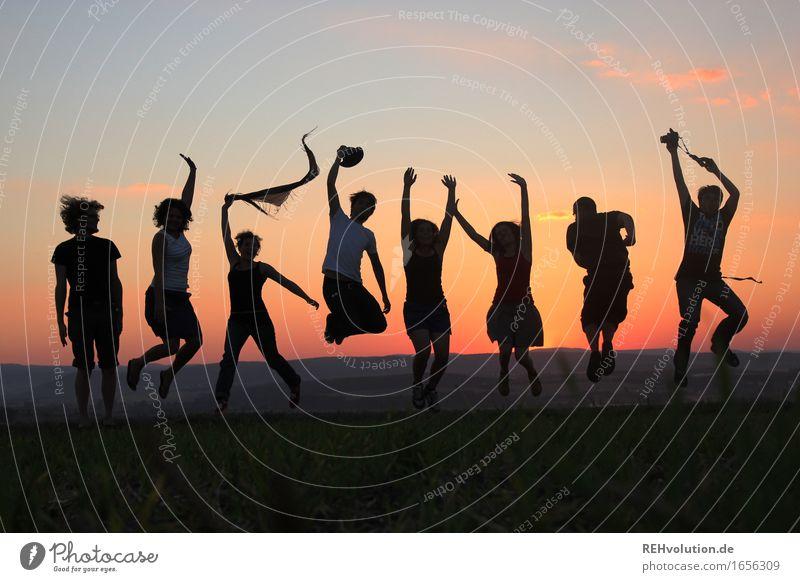 1...2...3... hoch! Gesundheit sportlich Fitness Mensch feminin Freundschaft Menschengruppe 18-30 Jahre Jugendliche Erwachsene Umwelt Natur Landschaft Wiese Feld