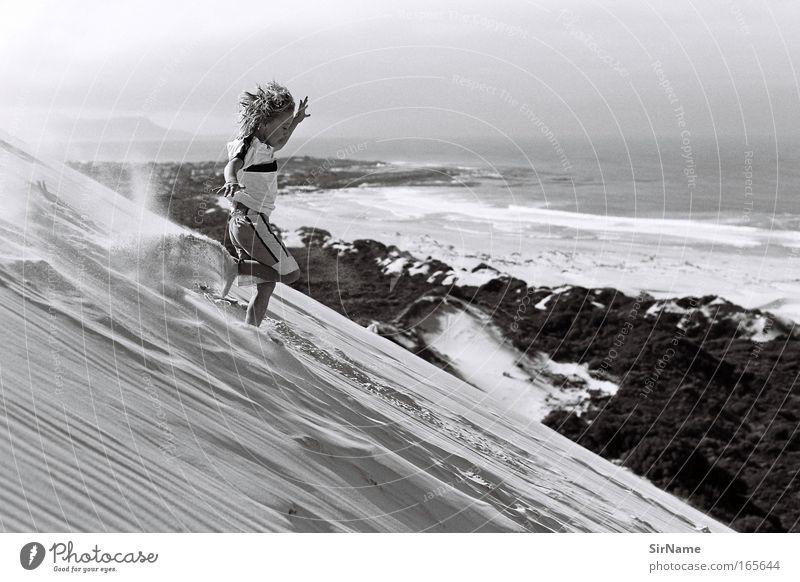 101 [downhill!!!] Freude Leben Sommer Strand Berge u. Gebirge Klettern Bergsteigen Kind Junge Kindheit 3-8 Jahre Sand Küste Meer langhaarig Locken rennen