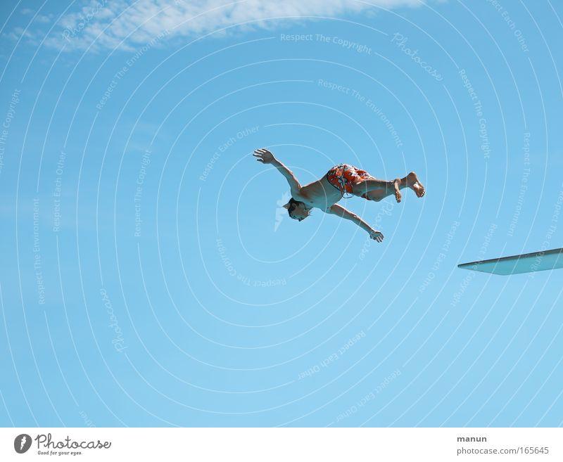 Flyer Mensch Himmel Jugendliche blau Ferien & Urlaub & Reisen Sommer Freude Erholung Leben Sport springen Gesundheit Freizeit & Hobby fliegen Schwimmen & Baden Schwimmbad