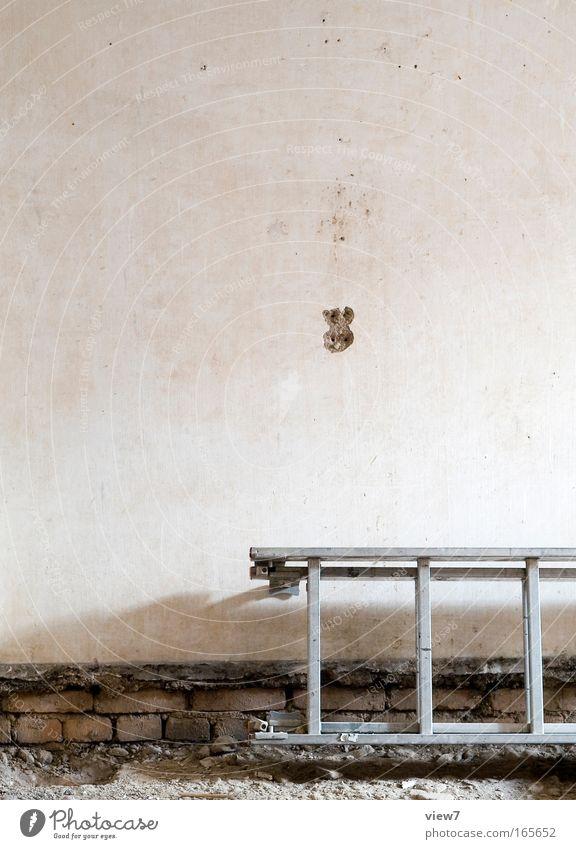 abgelegt alt weiß Stein braun Arbeit & Erwerbstätigkeit Raum dreckig trist Baustelle Teile u. Stücke Umzug (Wohnungswechsel) Handwerk Putz Werkzeug Leiter