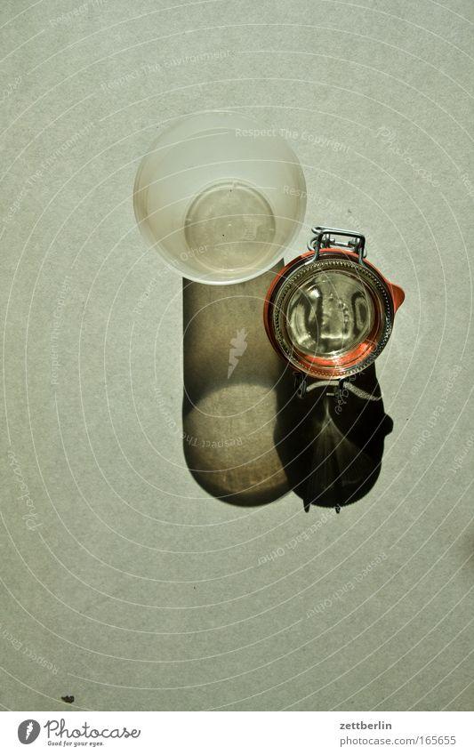 Schönes Paar Glas weckglas Einmachglas Becher Plastikbecher plastebecher Kunststoff Küche Schatten Vogelperspektive leer nebeneinander 2 paar ungleich