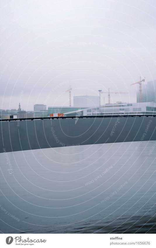 vielschichtig Wasser Oslo Norwegen Stadt trist Regen kalt Kran bauen Farbfoto Gedeckte Farben Außenaufnahme Menschenleer Textfreiraum oben Textfreiraum unten