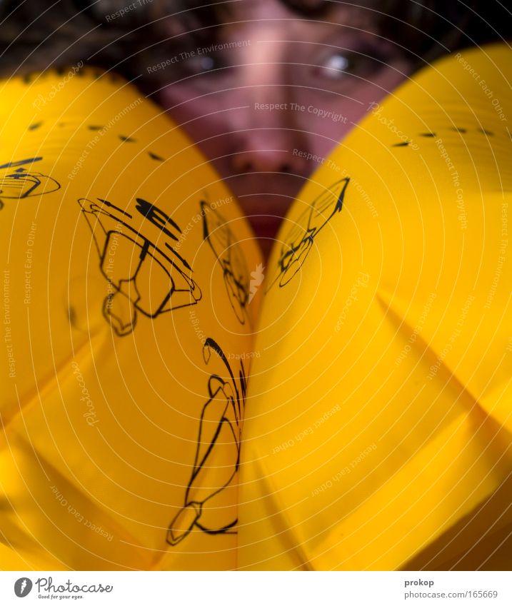 Do not panic! Farbfoto Innenaufnahme Nahaufnahme Schwache Tiefenschärfe Zentralperspektive Porträt Blick Wegsehen Mensch Kopf Zeichen Pfeil bedrohlich schön