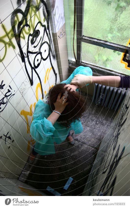 Nervenklinik Mensch blau Hand feminin Graffiti Gefühle Haare & Frisuren Traurigkeit träumen Kunst Arme maskulin Armut außergewöhnlich verrückt einzigartig