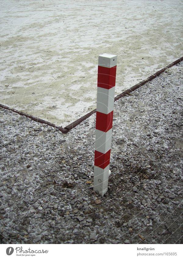 Eckensteher weiß rot Winter kalt braun Schilder & Markierungen Pfosten gestreift Rechteck eckig Schneedecke