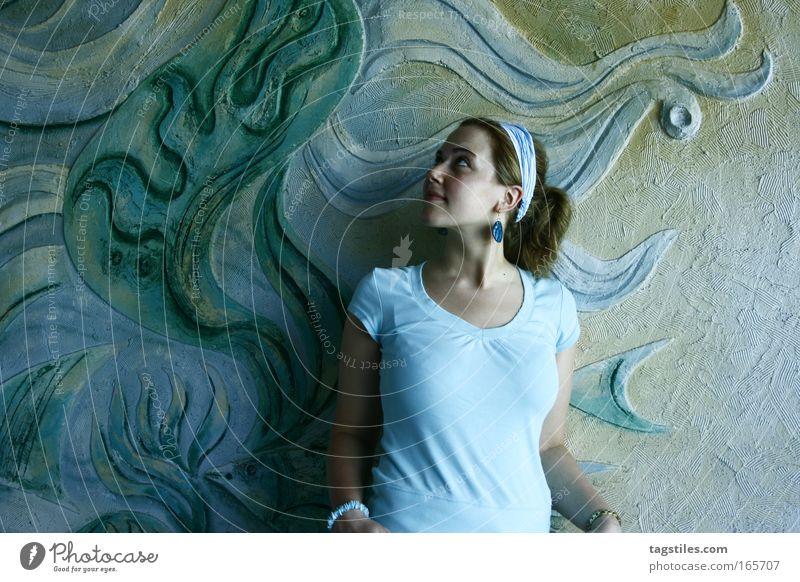 MISS MINT Frau Sonne grün blau Sommer Ferien & Urlaub & Reisen Farbe Erholung Wand Farbstoff Graffiti frei türkis Porträt Mensch hell-blau