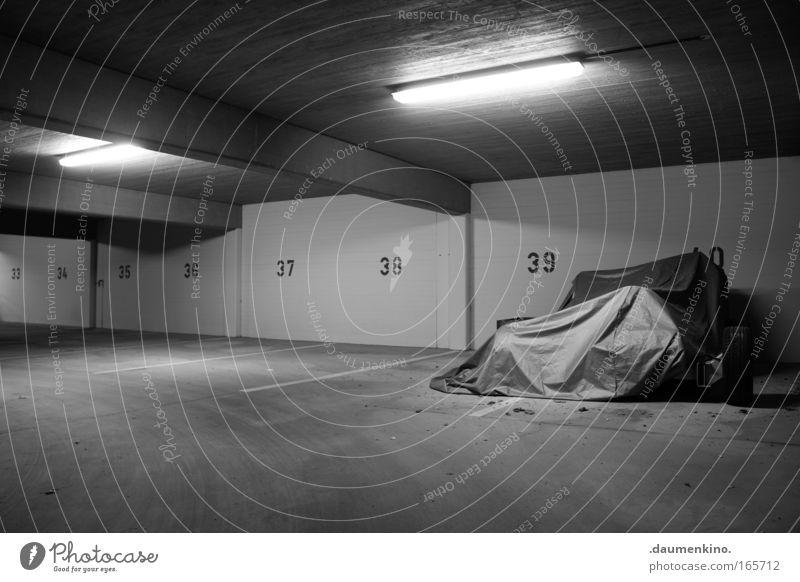 40 Einsamkeit Lampe Schilder & Markierungen Beton Ziffern & Zahlen Streifen Falte verstecken Parkplatz Garage vergessen Abdeckung Tiefgarage