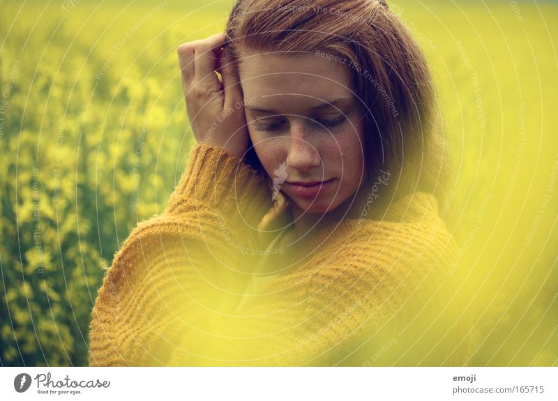 a dream in yellow Mensch Natur Jugendliche schön Pflanze Sommer Gesicht feminin Frühling Haare & Frisuren Kopf Landschaft Frau Junge Frau