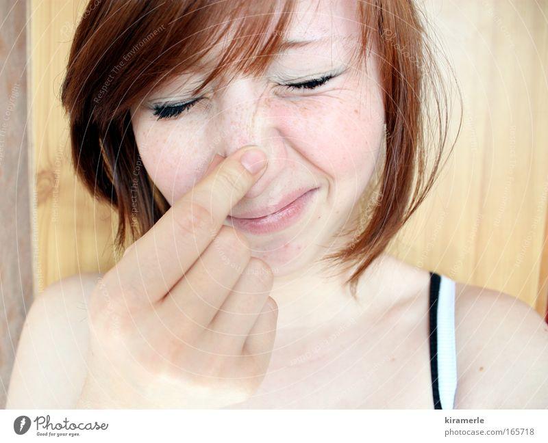 Wahrheit kann weh tun Mensch Jugendliche Hand Gesicht Auge feminin Gefühle Kopf Haare & Frisuren Mund Haut Nase Finger Junge Frau Stress Frau