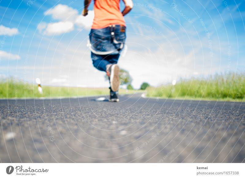 AST9 | Jetzt aber schnell Mensch Himmel Ferien & Urlaub & Reisen Sommer Wolken Freude Straße Leben Wege & Pfade lustig Bewegung Gras Stil Lifestyle Beine Glück