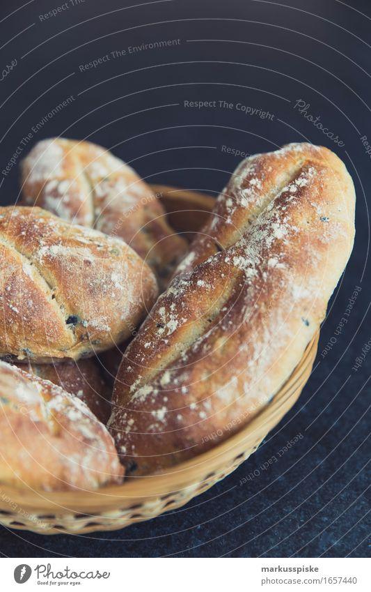 hausgemachtes mediterranes olivenbrot Lebensmittel Getreide Teigwaren Backwaren Brot Ernährung Essen Frühstück Mittagessen Büffet Brunch Geschäftsessen Picknick