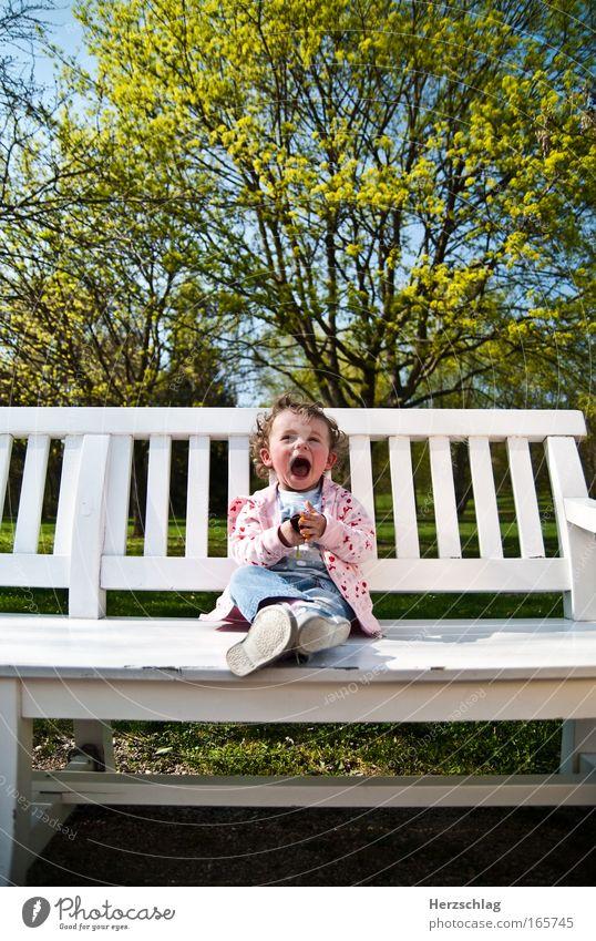 Spring is in the air mehrfarbig Textfreiraum oben Weitwinkel Blick in die Kamera Glück Kleinkind Mädchen Blühend Lächeln lachen leuchten authentisch