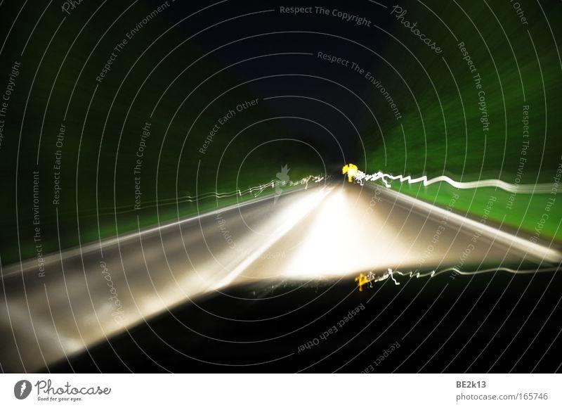 300 Lichtmiles weiß grün schwarz Ferne Straße Bewegung Freiheit grau hell Straßenverkehr frei Ausflug Stress Autofahren chaotisch