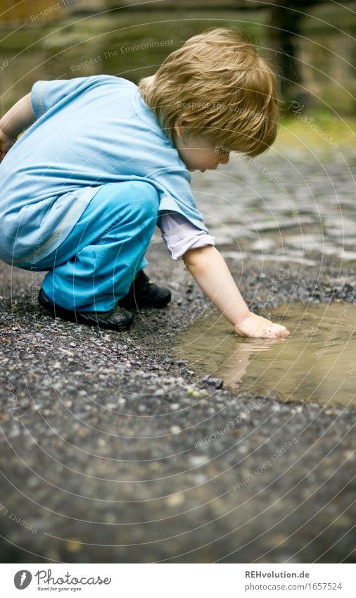 AST 9   Ob da was drin ist? Mensch Kind Natur blau Wasser Freude Umwelt Bewegung Junge Spielen klein Glück maskulin Zufriedenheit Kindheit nass