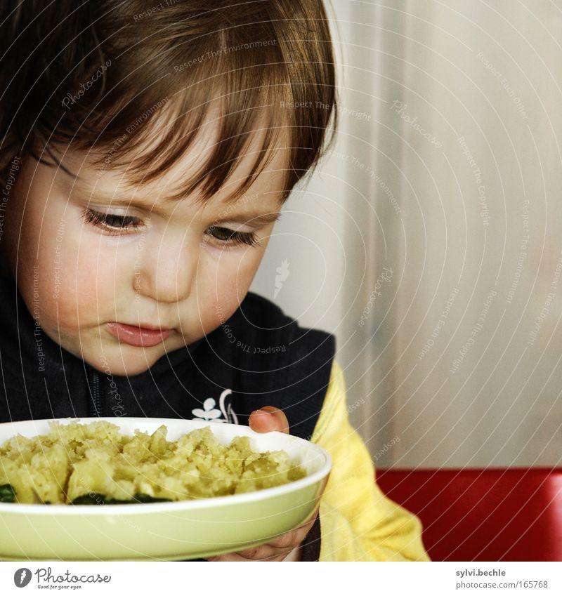 immer kräftig pusten! Kind schön rot Gesicht ruhig Ernährung gelb Kopf Mund Essen Finger heiß festhalten Konzentration Gemüse