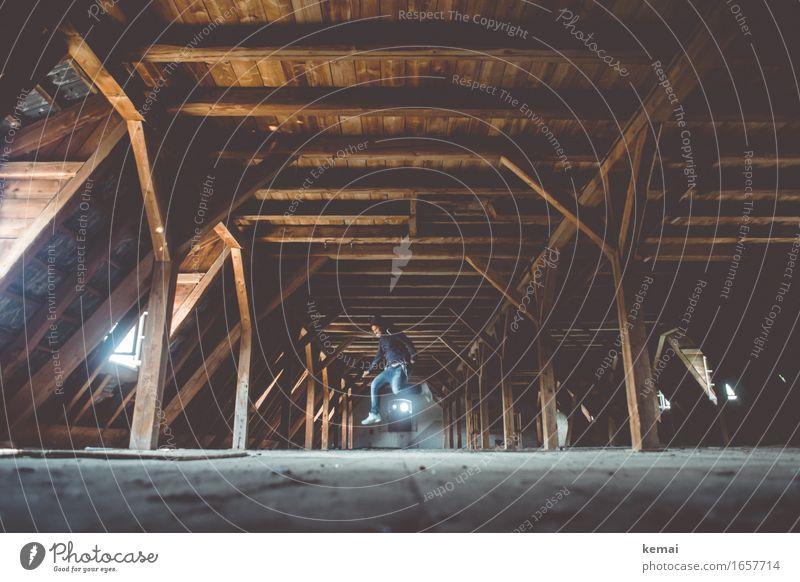 AST9 | Barndance Lifestyle Stil Freizeit & Hobby Spielen Tanzen Mensch Leben Körper 1 30-45 Jahre Erwachsene Gebäude Dachboden Balken Holzdecke Jeanshose