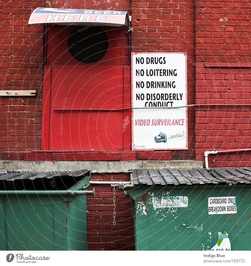 Stadt rot Haus Wand Mauer Gebäude dreckig Schilder & Markierungen Fassade Sicherheit ästhetisch USA Schriftzeichen bedrohlich Kitsch Schutz