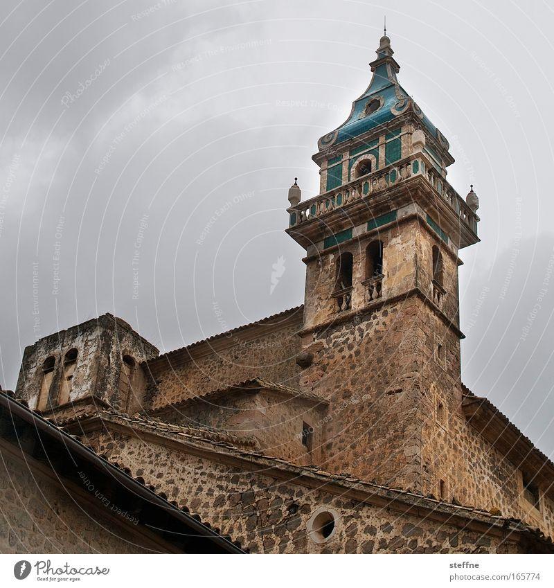 Hossa, Hossa, Val-de-mossa Mauer Religion & Glaube Kirche Schutz Dorf historisch Mallorca Sehenswürdigkeit Altstadt Kirchturm Kirchturmspitze