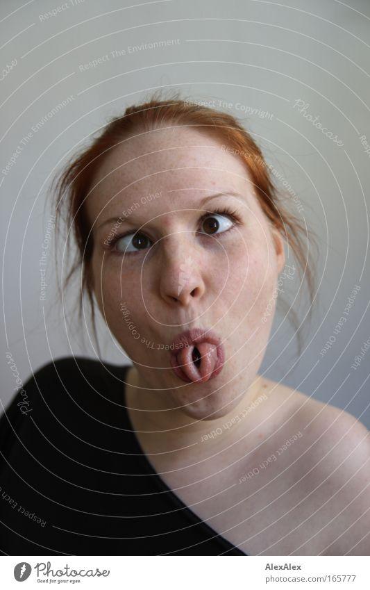 so jetzt? Mensch feminin Junge Frau Jugendliche Haut Kopf Haare & Frisuren Gesicht Auge Mund Zunge Sommersprossen 1 18-30 Jahre Erwachsene rothaarig langhaarig