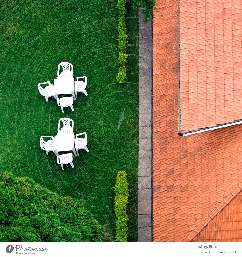 rot Sommer Einsamkeit Haus Gras Garten Zufriedenheit Luftaufnahme Häusliches Leben Stuhl einfach Sauberkeit Idylle Kunststoff Langeweile harmonisch